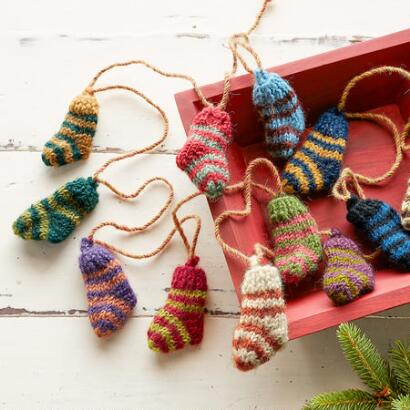 TINY STOCKINGS GARLAND